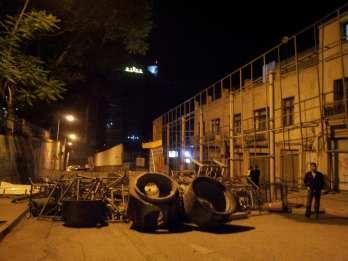 barricade vers lhotel